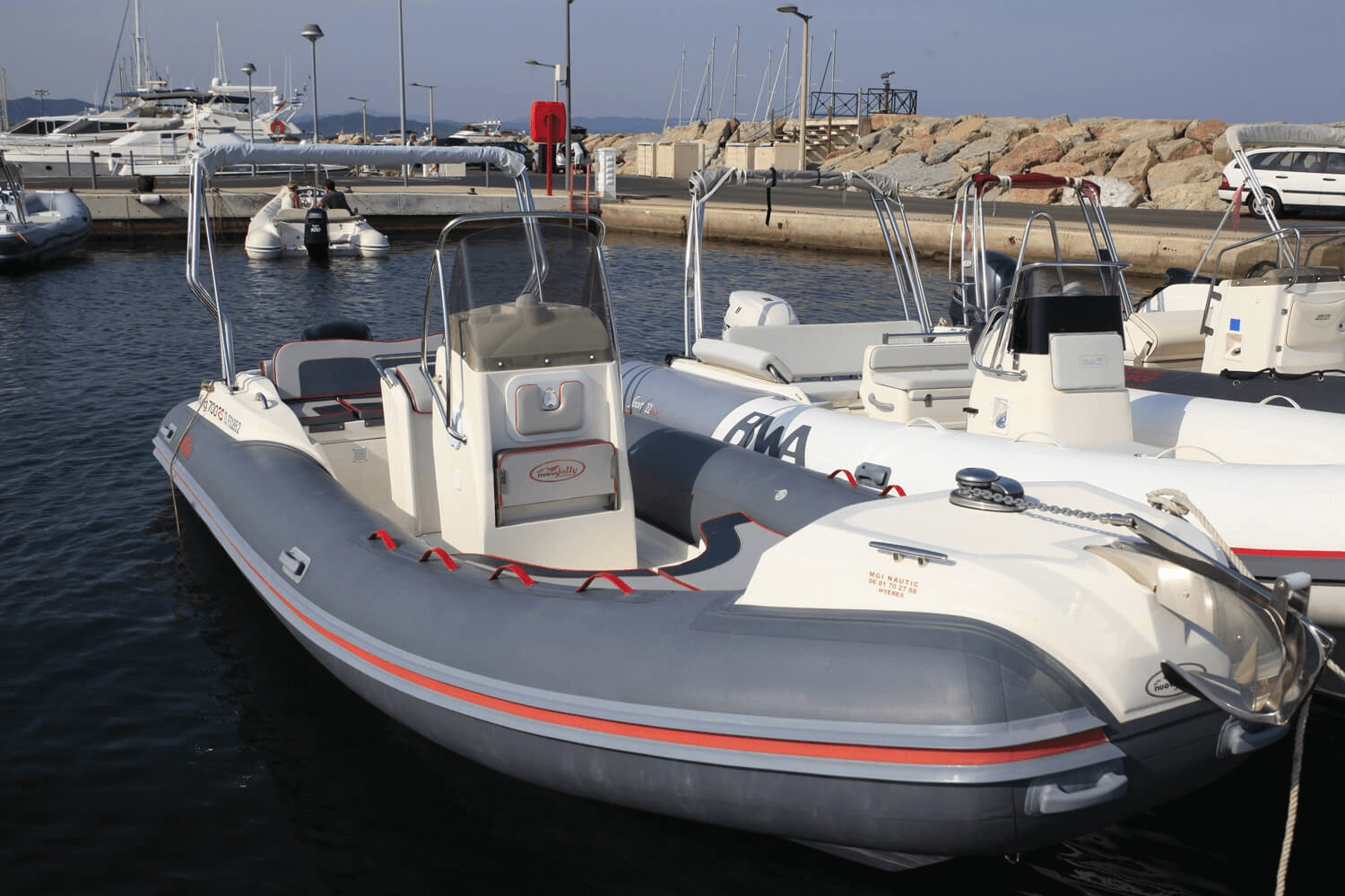 Photo du bateau à moteur NUOVA JOLLY King 700 RS