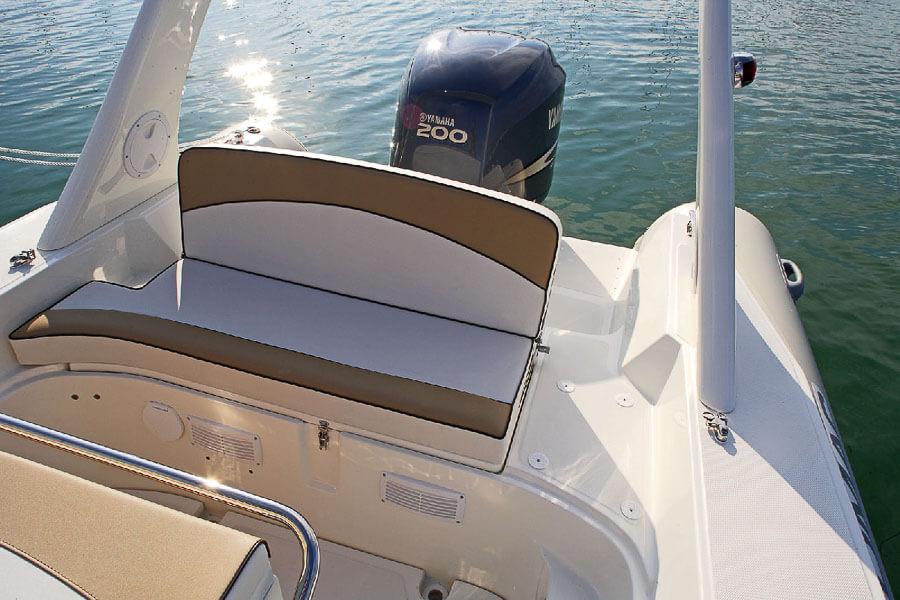 Photo du bateau à moteur LOMAC 710 IN