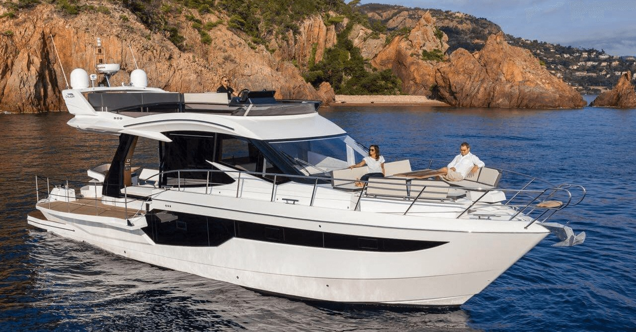 Location GALEON 500 FLY à Golfe-Juan | www.systemboat.com