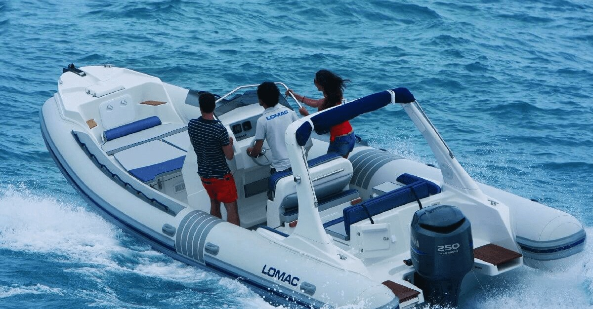 Location LOMAC 790 IN à Ajaccio | www.uni-bateaux.com