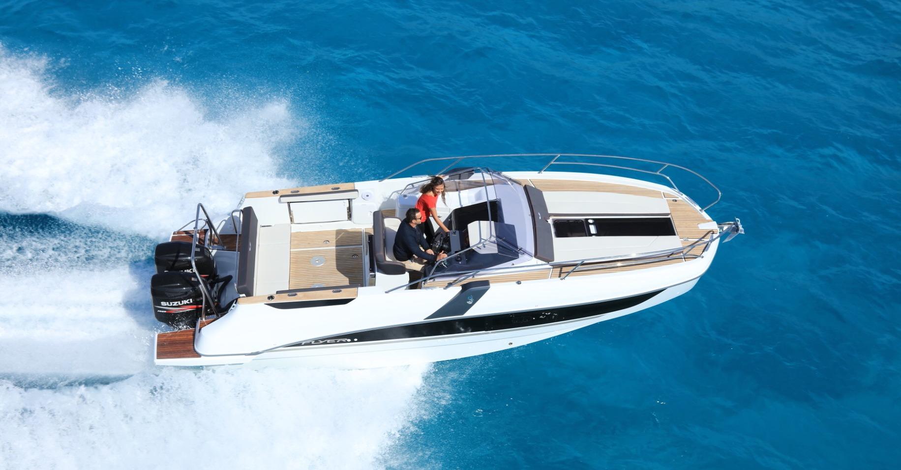 Location BENETEAU Flyer 8.8 SUNdeck à Ajaccio   www.uni-bateaux.com