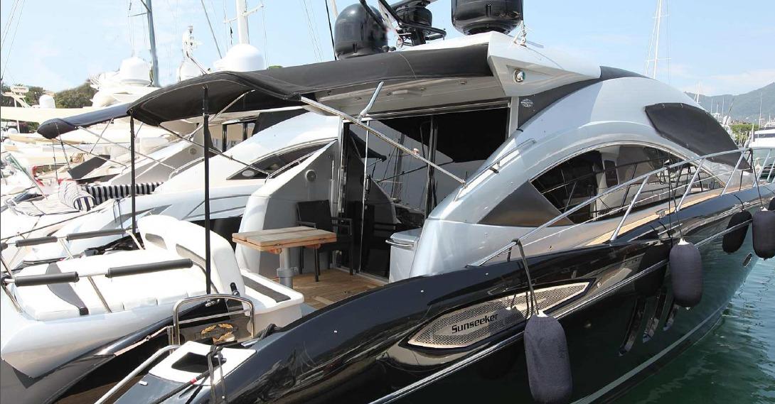 Location SUNSEEKER PREDATOR 52 à Ajaccio | www.uni-bateaux.com